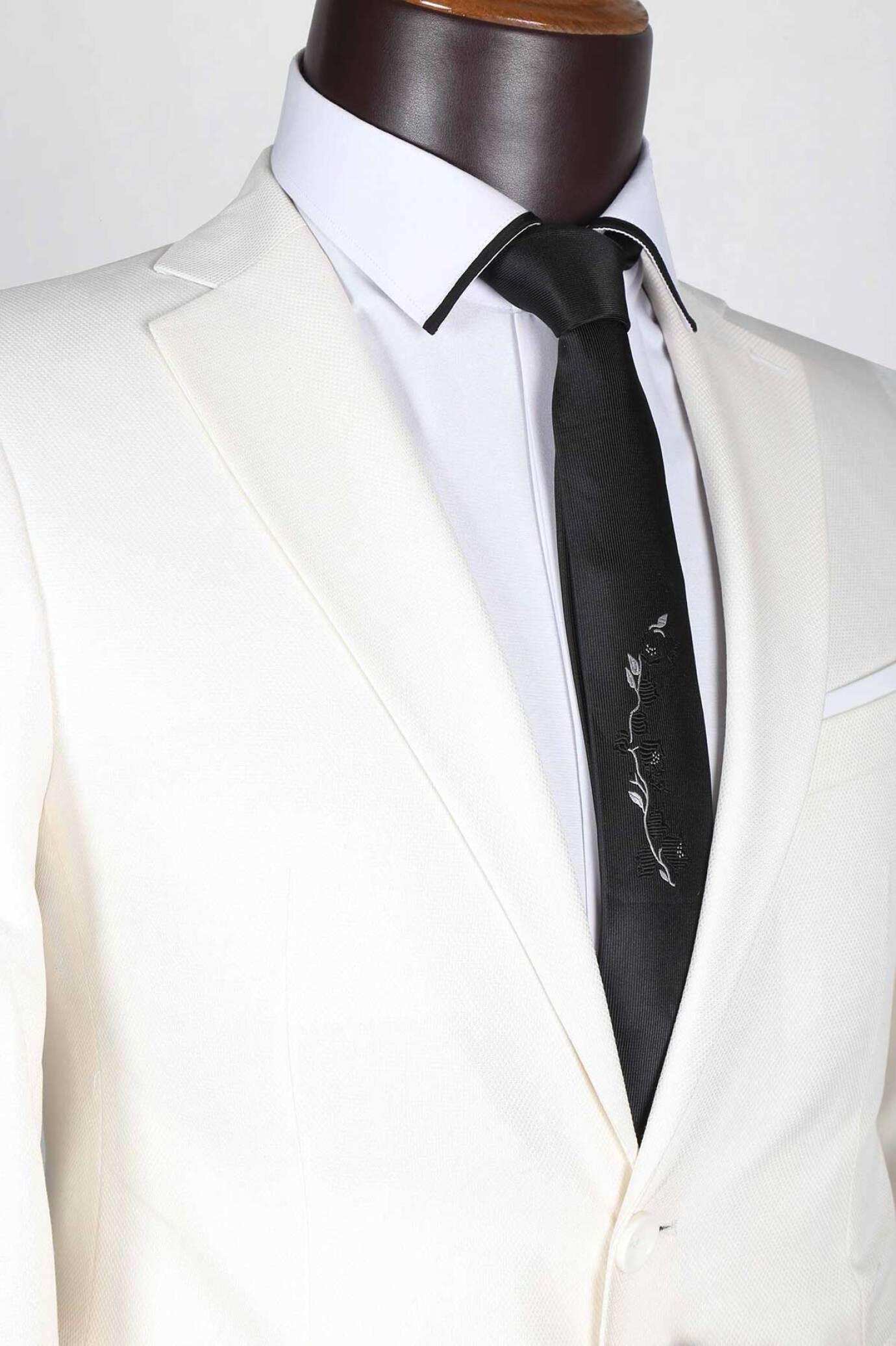 کت شلوار سوزنی اسلیمفیت لومنز تولید شده توسط سایت لومنز